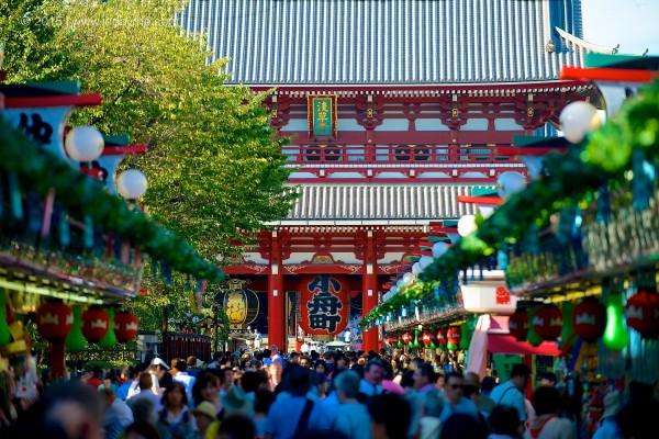 Market scene at Kannon Sensōji Temple – Asakusa, Tokyo